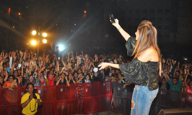 Kanika Kapoor | Book, Contact, Price, Event, Show Booking ...
